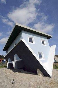 Upsidedown_house